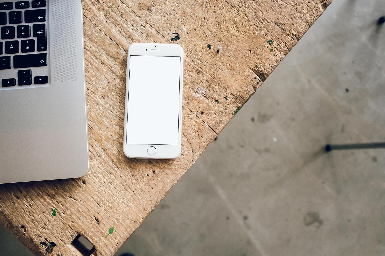 iPhone 6 Mockup Desk