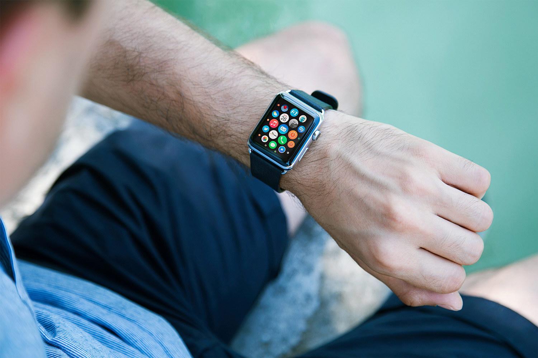 9 Free Apple Watch Mockups