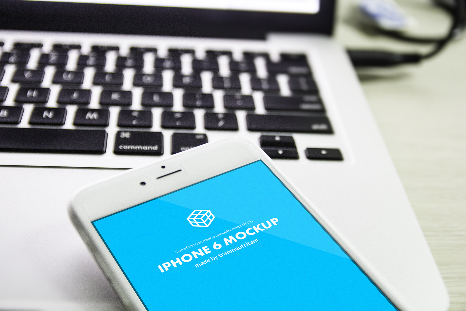 5 Free Photorealistic iPhone 6 Plus Mockups