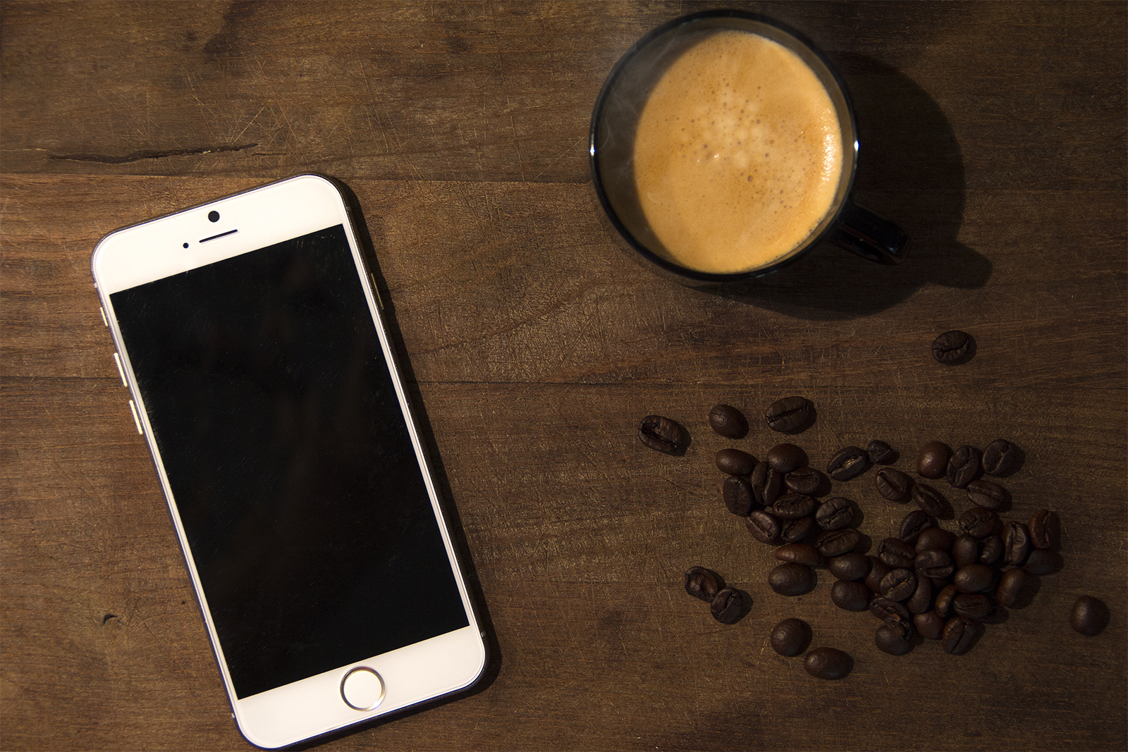 iPhone 6 PSD Mock-Ups Coffee Cup
