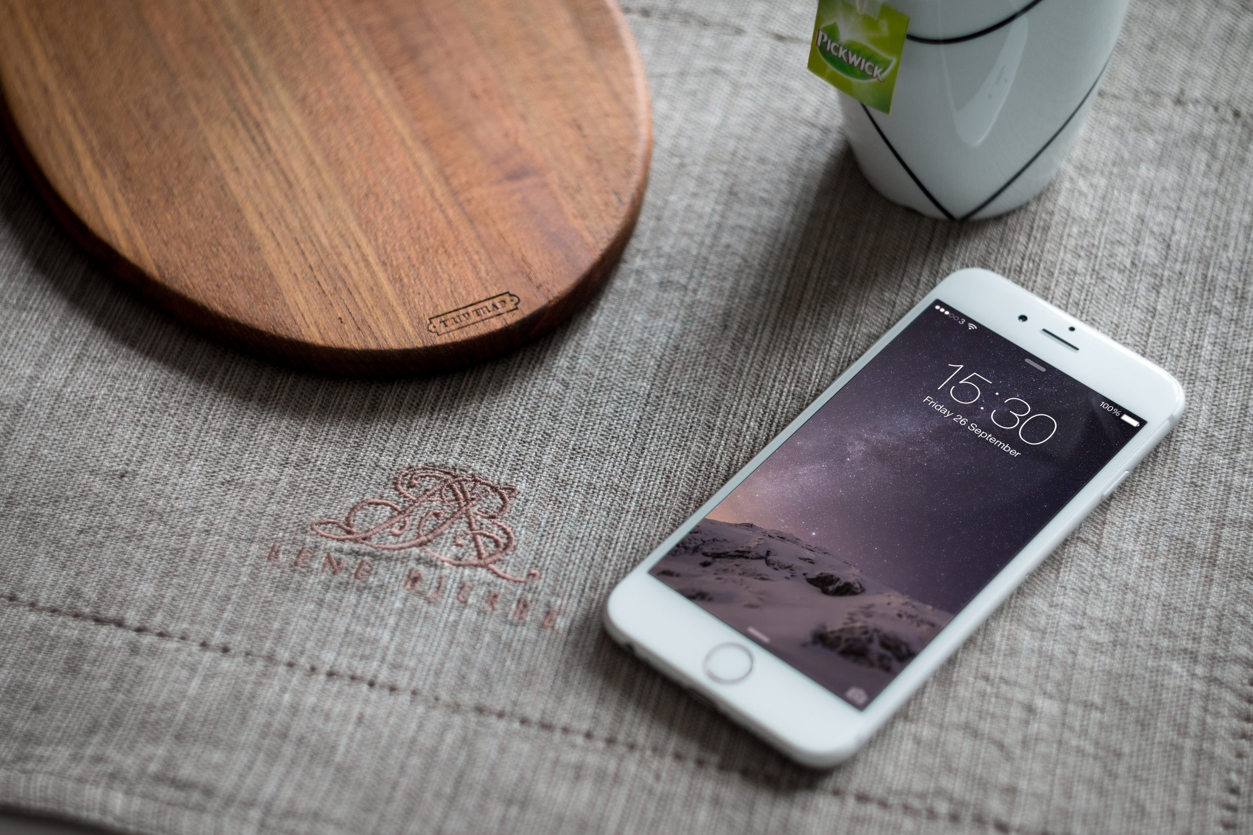 Photographic iPhone 6 Mockup