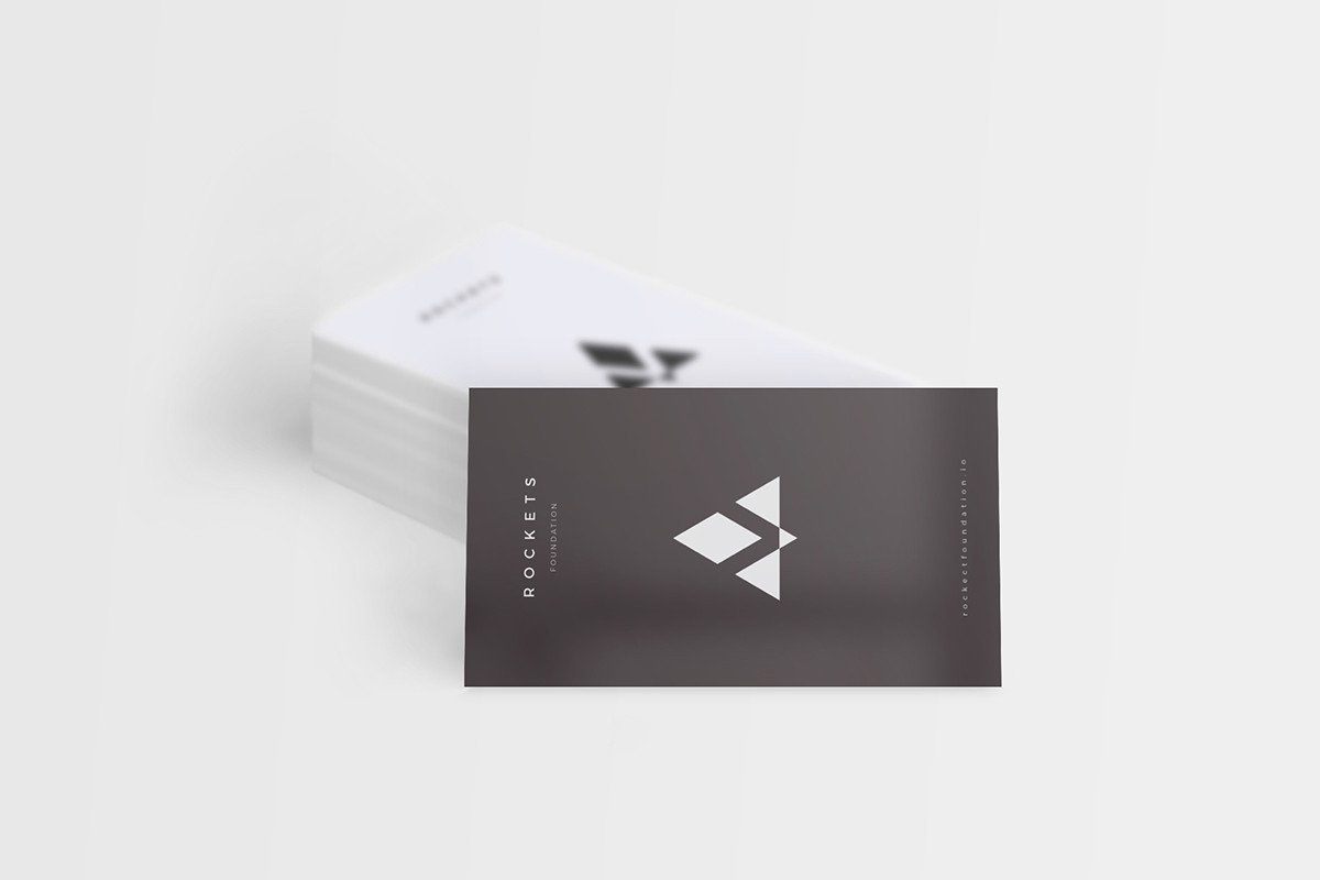 8 Free and Clean Business Card Mockups
